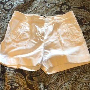 Cute white shorts !